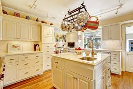 country kitchens. Keeping Kitchen Pots And Pans In Plain Sight Not Only Gives A Country Lived-in Feel, It Also Keeps Things Handy For The Resident Gourmet. Kitchens