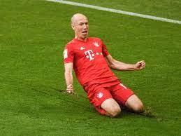 Bayern-Legende Arjen Robben auf Heimweg fotografiert - Fans feiern sein  Gefährt |