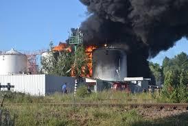 Подполковник МЧС о пожаре нефтебазы Момент упущен нужно  Подполковник МЧС о пожаре на нефтебазе Момент упущен нужно эвакуироваться и уходить фото онлайн