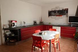 Cuisine Rouge Avec Juste Des Meuble Bas Socooc Charleville