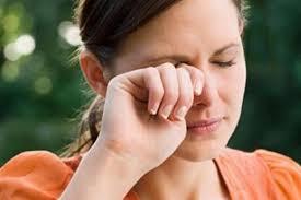 هل تسبب بعض العادات الخاطئة الإصابة بسرطان العين؟ | الكونسلتو