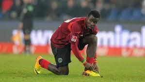 Hannover 96: Ex-Stürmer Mame Diouf macht Schluss bei Stoke City - 2.  Bundesliga - Bild.de