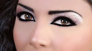 almost every is fond of eyeliner but there is a diffe technique for the application while you are applying the eyeliner on top of the eyelids