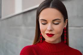 how to perfectly pick makeup colors to match your outfit