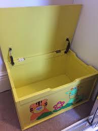 kids beanstalk toy box excellent condition