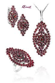 czech garnets beautiful gems that will remind you your amazing experience in prague e to prague garnet center and choose your own piece of jewelry