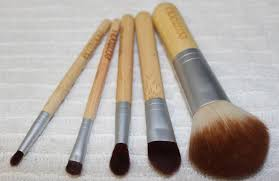 these are my most used eco tools brushes that have a short handle i use them on a daily basis