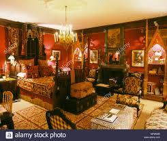 Traditionelles Rotes Schlafzimmer Aus Holz Geschnitzte Bett Samt