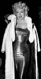 best cat on a hot tin roof images classic  marilyn monroe at the premiere of cat on a hot tin roof photographed