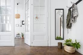 In flur und treppenhaus benötigst du eine helle grundbeleuchtung. Flur Einrichten 13 Praktische Tipps Fur Mehr Wohnlichkeit