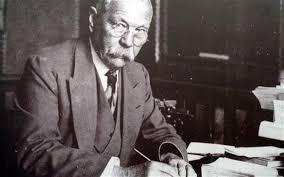 Sir <b>Arthur Conan Doyle</b> cleared of Piltdown Man hoax