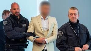 Im herbst 2020 wurde in der dresdener innenstadt ein schwules paar von #dresden: Langjahrige Haftstrafe Nach Messerattacke In Chemnitz Aktuell Deutschland Dw 22 08 2019