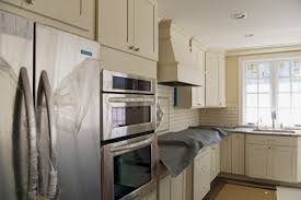 Cream Kitchen Tile Similiar Cream Cabinets With Subway Tile Keywords