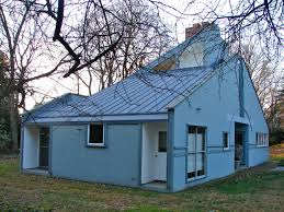 side view vanna venturi house image by smallbones own work public domain via wikimedia commons