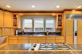 Cucine Di Lusso Americane : Grande cucina di lusso moderno in legno con ripiani granito e