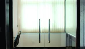 metro delivers new innovation for self closing frameless glass doors