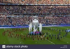 Abschlussfeier auf dem Platz vor dem Finale der UEFA Euro 2016 im Stade de  France, Paris Stockfotografie - Alamy