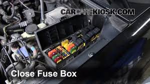 replace a fuse 1995 2001 ford explorer 2000 ford explorer xls 4 0l v6 2000 explorer fuse box diagram 6 replace cover secure the cover and test component