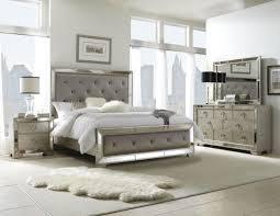 Pulaski Furniture Bedroom Farrah 4 Piece Panel Bedroom Set In Metallic