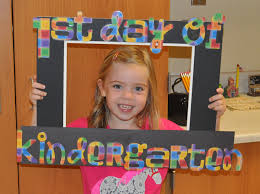 i went ahead and cut out the letters for kindergarten when i made this 1st grade frame for my class i knew i wanted to have it ready for her first day