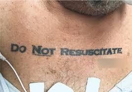Muž S Tetováním Neoživovat Zmátl Doktory Nevěděli Zda Ho