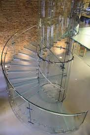 النبأ: صور: السلالم الزجاجية اختيارك الأمثل لمنزل مودرن