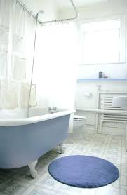 bear claw bathtub bear claw bathtub this bright bathroom is illuminated by natural light however the bear claw bathtub