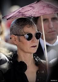 женщина с татуировкой на лысой голове Tatufotocom