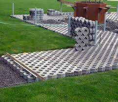 Como o nome já diz, com ele é possível juntar as funções de um piso de concreto junto com a grama, dando um ótimo acabamento para o local. Fornecedor De Pisograma Pavimentacao Ecologica Limeira Pisograma Concreto Rm Artefatos De Concreto Cobogos