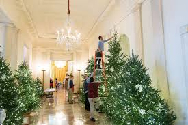 photo credit official white house photo by andrea hanks volunteers and white house staff make decorate in preparation for the uping christmas season