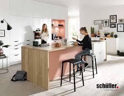 Schüller Küche Glasline in verschiedenen Farben Jetzt online