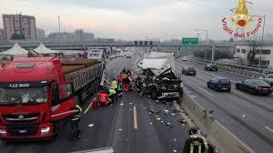 Chiusa Autostrada A4 per grave incidente: coinvolti mezzi ...