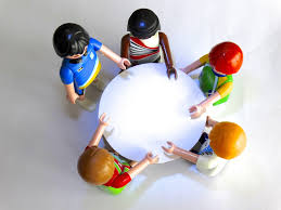 table group toy conversation talk playmobil figurine ball figures session personal decide decisions round table talk