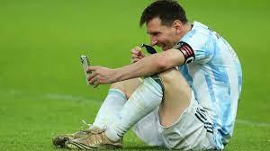 Copa América: Zeigt Lionel Messi hier seinen Kinder die Medaille? -  Fussball - Bild.de