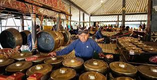 Arumba adalah satu kelompok alat musik bambu khas jawa barat yang dimainkan secara bersamaan untuk menghasilkan sebuah pertunjukkan musik. Mengenal 11 Alat Musik Tradisional Dari Jawa Tengah