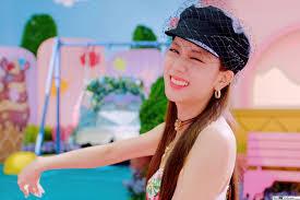 BlackPink's Cute Jisoo in 'Ice Cream' M ...