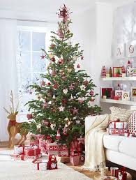 Scandinavian inspired red and white Christmas tree decor is amazing
