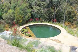 This pool has the Biotop duo bio filter,that cleans the water trough a bio