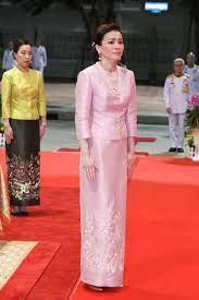 ในหลวง-พระราชินี' เสด็จฯ ไปในพิธีสวดเจริญมหามงคลรวมศาสนา