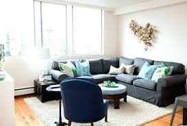 what color rug goes with a grey couch astonishing rugs that go with grey couches grey