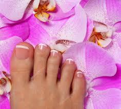 ピンクの蘭の花とペディキュアします美しい女性の足 ストック写真