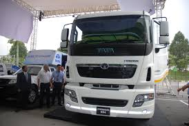 the tata prime prime mover es with 4 2 and 6 4 configuration and it is a new generation of um and heavy mercial vehicles from tata motors