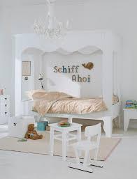Weißes Kinderzimmer Kronleuchter Weißeshimmelbett