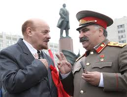 lenin and stalin lenin stalin lookalikes close to settlement over umbrella attack
