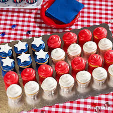 ... 4th of July Treats Display Idea, American Flag Cupcakes Display Idea