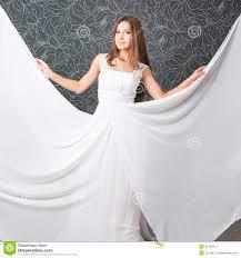 Belle Femme Indienne Dans La Robe De Mariage Blanche Photo