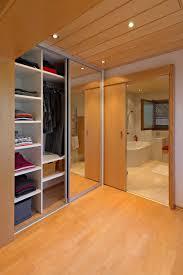 Spiegelschrank Im Durchgang Vom Schlafzimmer Ins Badezimmer