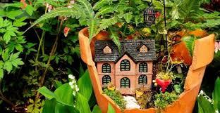 Idee Per Abbellire Il Giardino : Come costruire mini giardini dai vasi rotti