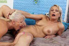 Older Women Eating Young Pussy