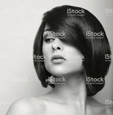美しい女性ショート黒髪ます ヘアスタイリング まぶしいのストック